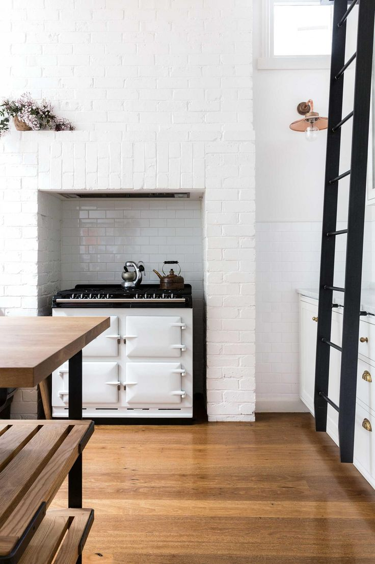 Minimalist kitchen with a French oven and a moveable ladder