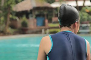 How to Protect Hair from Swimming Pool Chlorine
