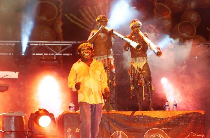 ஆஸ்திரேலிய பழங்குடிமக்களின் இசைக்குழுவினர்  yutho yindi