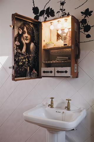 Rustic bathroom cupboard | Badkamerkassie