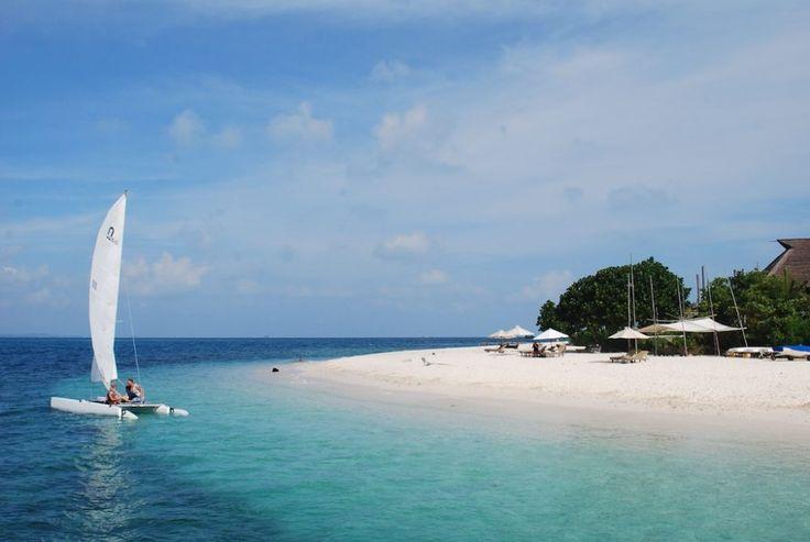 Pulau Nikoi Menikmati Pemandangan Pantai Bersih di Kepulauan Riau - Kepulauan Riau