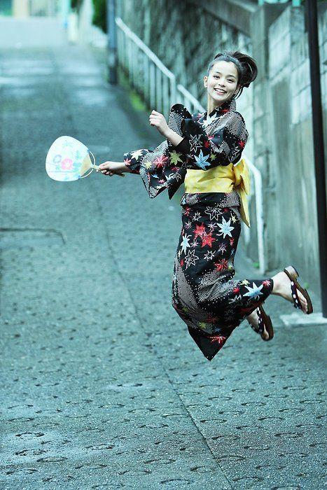 otenba-musume (tomboy)  model is Miss Rosa Kato:お転婆娘・モデルは加藤ローサさん