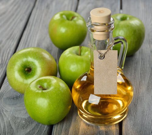 Here are some natural beauty treatments you can make at home using apple cider vinegar.