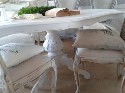 Stół w bieli