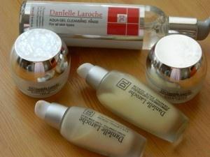 http://www.sigina.ro/2012/07/programul-dermocosmetic-danielle-laroche-ten-uscat-review/#