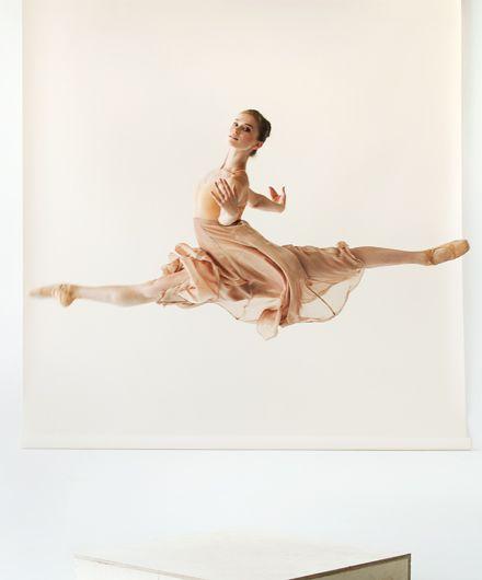 Elena Lobsanova of National Ballet of Canada, photographed by Sian Richards