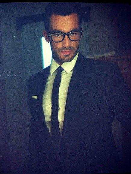 Aaron Diaz ... a hot Dorky look