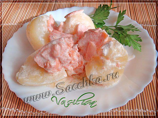 Фото к рецепту: Молодой картофель с форелью