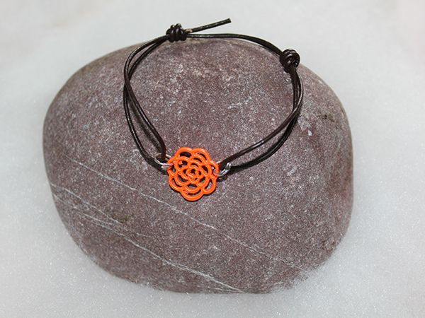 Bracelet en cuir et connecteur en filigrane orange