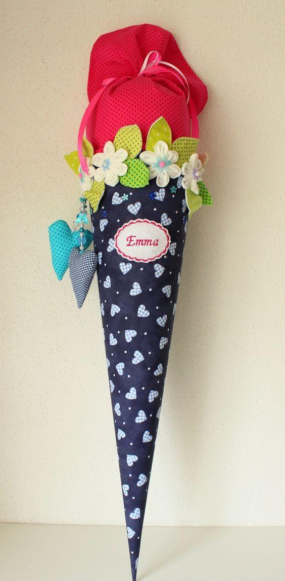 Eine  in liebevoller Handarbeit gefertigte, traumhaft schöne  Schultüte aus wunderschönem Baumwollstoff.