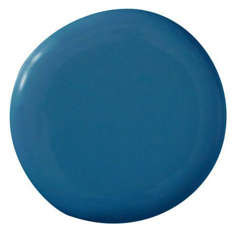 """""""Questo è il profondo, blu quasi prussiano del mare alle Bahamas con la bassa marea, e quando si combinano con tessuti color corallo, è incredibile. E vibra in un modo meraviglioso. Ho anche usato in una camera da letto con toile blu e nero. Se stai facendo una casa da nessuna parte vicino al mare o semplicemente vuole ricordare il mare, questo è il colore per andare con """".  -Alessandra Branca Benjamin Moore Aura Santa Monica Blu 776"""