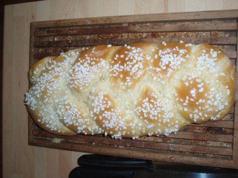 Je m'éclate avec ma machine à pain! Voici ma recette préférée de brioche, faut dire qu'elle est appétissante! Bien sûr la cuisson doit être faite au four traditionnel!! Ingrédients: - 2 c à café de levure de boulanger instantanée - 60g de sucre - 500g...