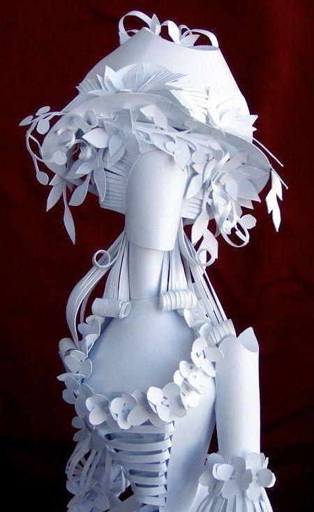 Elle crée de magnifiques poupées en papier!                                                                                                                                                                                 Plus