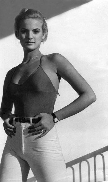 Miss Universo  1979 Maritza Sayalero Fernández (Caracas, 16 de febrero de 1961) es una actriz , y modelo venezolana que se convirtió en la primera Miss Universo de ese país, en el año 1979.