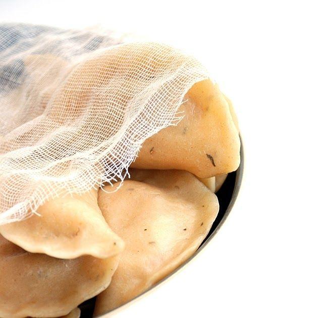 A czemu by nie, pomyślałam.  I oto są.      Pierogi ruskie ze słodkimi ziemniakami   Farsz   250g twarogu  250g ugotowanych słodkich zie...