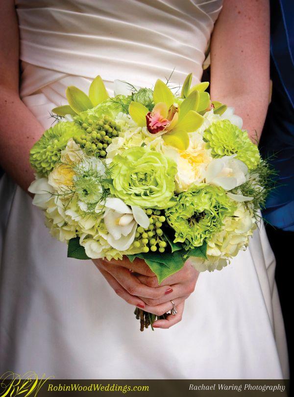 Fresh Bouquet in Green #weddingbouquet #weddingflowers #greenflowers