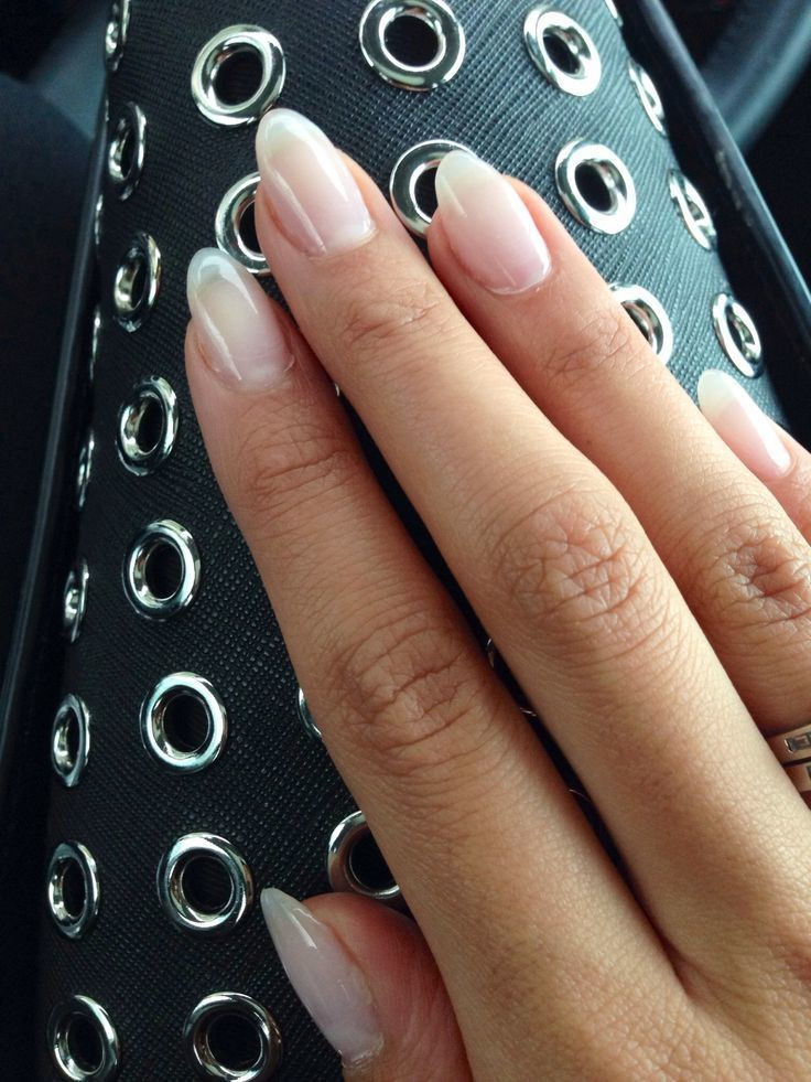 Gelnagel Galerie Und Gelnagellack In 2020 Natural Acrylic Nails Rounded Acrylic Nails Almond Acrylic Nails