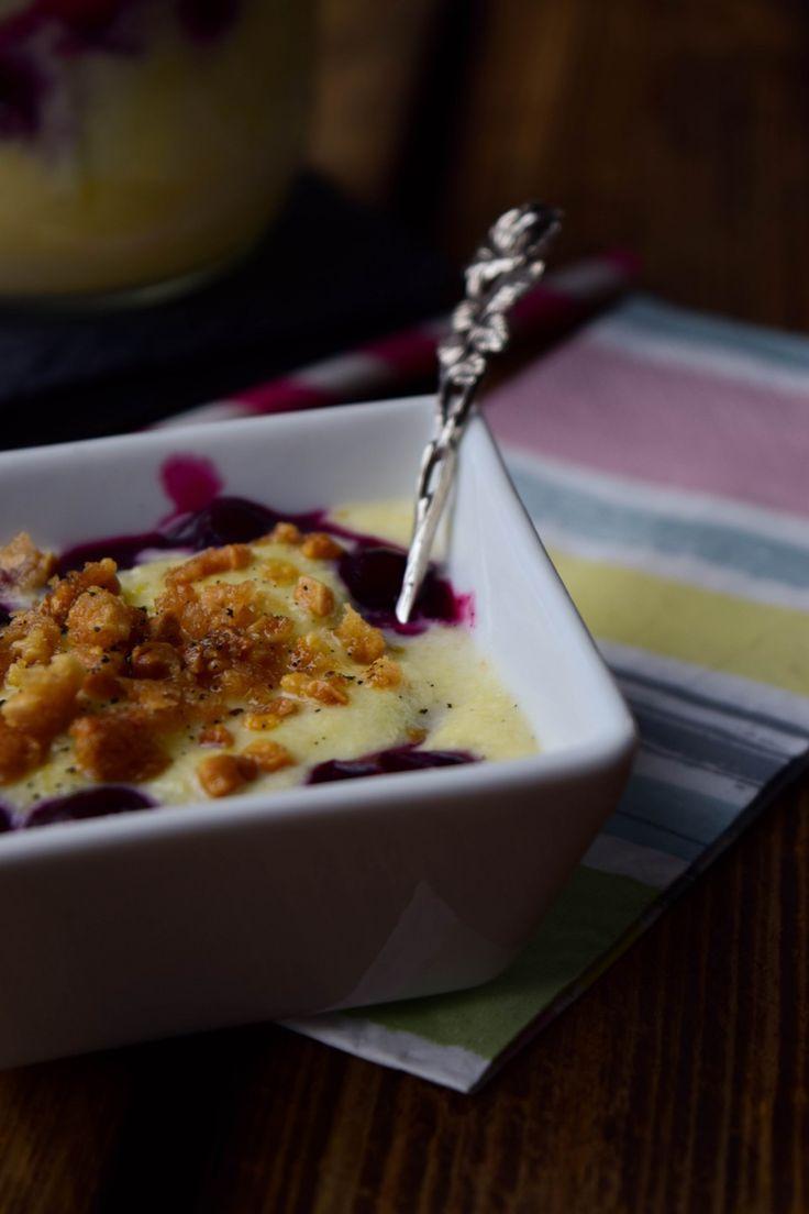 Dänische Vanillecreme mit Blaubeeren und Mandelstreuseln