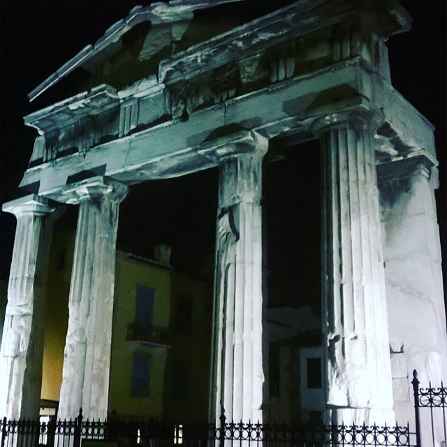 City walks by night  #Athens #ancientgreece #Greece #thegreeceguide #instagreece #greekstagram #greeks #walking #citylighs