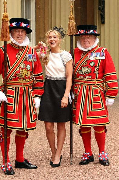 Laura Trott Photos - British Olympic cyclist Laura Trott with members of the Yeoman of the Guard, after receiving her OBE medal from the Prince of…