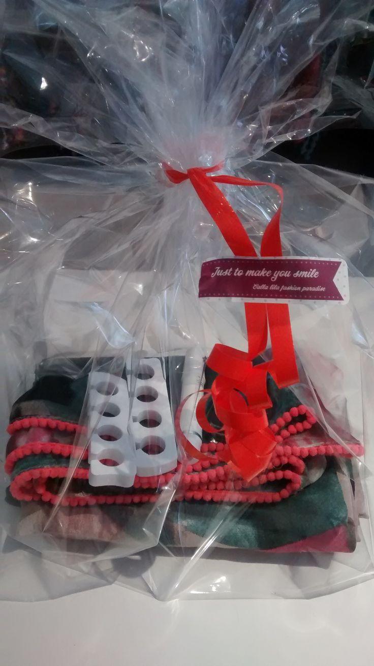 Verwen pakket Sjaal + nagellak + tenenspreider + nagelverzorging