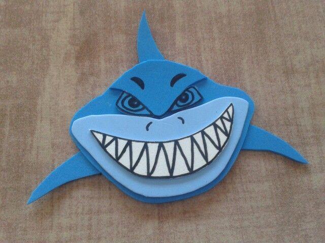 Tiburon en goma eva