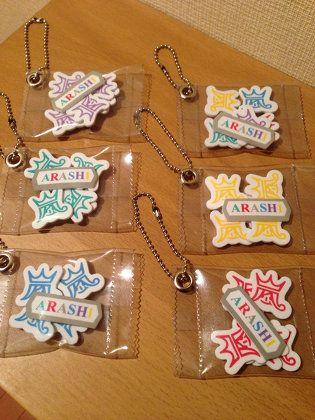 ハンドメイド:嵐LOVEツアーグッズのふわふわシールを使ったお菓子の袋詰め風チャーム