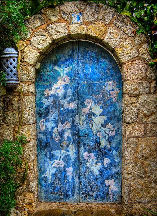 Who Wants To Live Forever: Door, Pollença, Ilhas Baleares - Spain