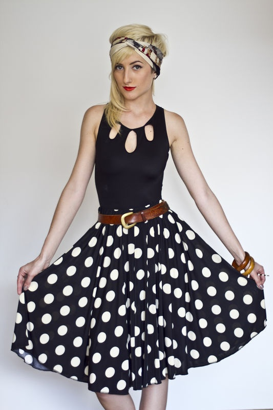 Urban Vintagers polka dots skirt -> http://urbanvintagers.tanlup.com/product/270765/saia-gode-poa