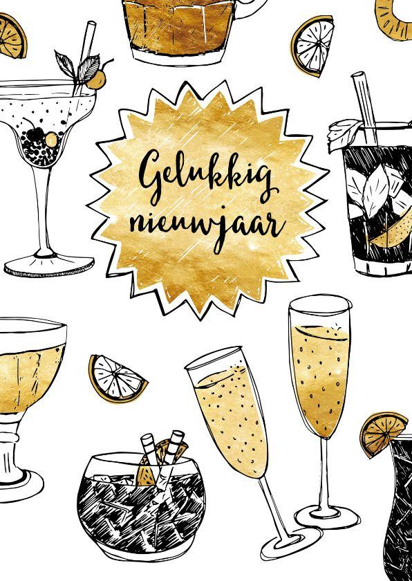 Hippe nieuwjaarskaart met illustraties van cocktails en glazen champagne in zwartwit met gouden accenten, verkrijgbaar bij #kaartje2go voor €1,89
