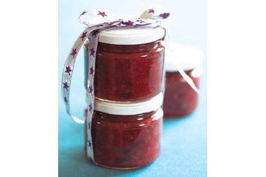 Festive rhubarb and red pepper relish