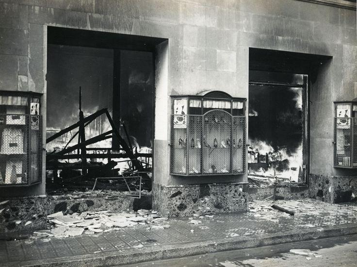 Arxiu Fotogràfic de Barcelona. Pérez de Rozas. Crònica gràfica de Barcelona 1931-1954. II República: Incendi dels magatzems El Siglo