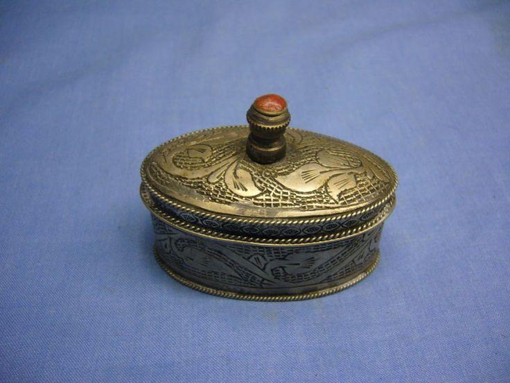 schöne alte orientalische Pillendose mit Steinbesatz versilbert Dose (13a)