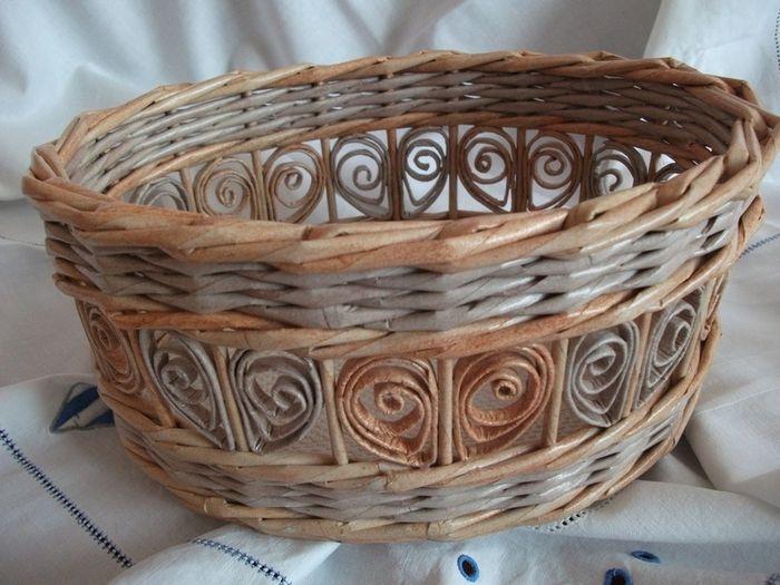 Quilling em elementos de jornais tecelagem.  Basket (1) (700x525, 277KB)