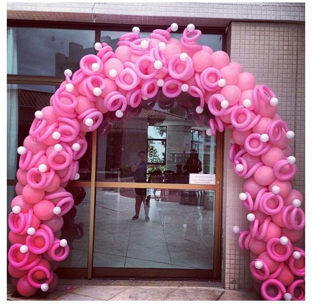 In the Pink! balloon arch