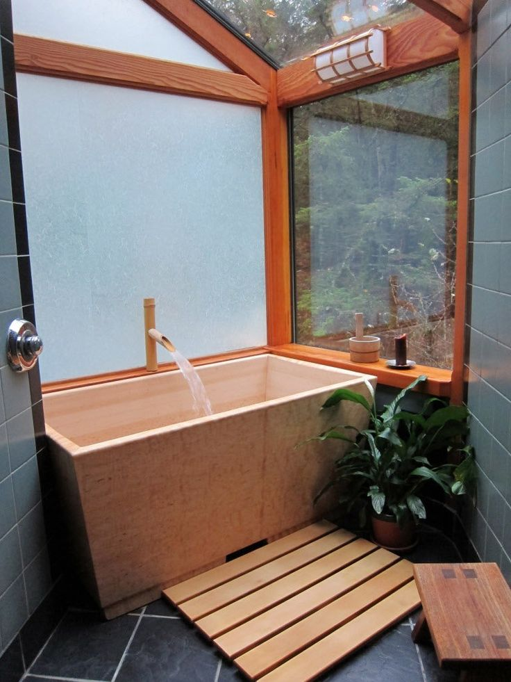 Wooden Soaking Tub with Japanese Style in