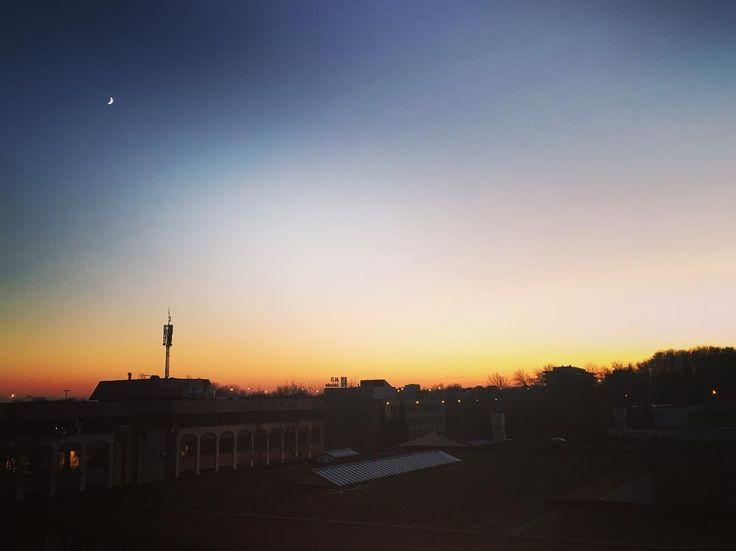 Les toits d'Evere   #sun #sunny #sunnyday #bruxelles #sunnydays #sunlight #light #sunshine #shine #nature #sky #skywatcher #thesun #sunrays #photooftheday #beautiful #beautifulday #weather #summer #goodday #goodweather #instasunny #instasun #instagood #clearskies #clearsky #blueskies #lookup #bright #brightsun