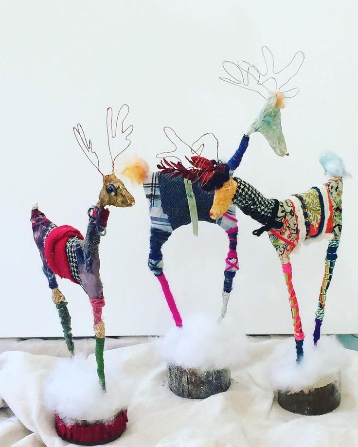 Today's #mixedmedia #artworkshop #art #reindeer #christmasproject #acrylicexpressions #plastergauze