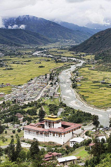 ブータンの街は自然に囲まれていて空気が綺麗。ブータン 旅行・観光のおすすめスポット!