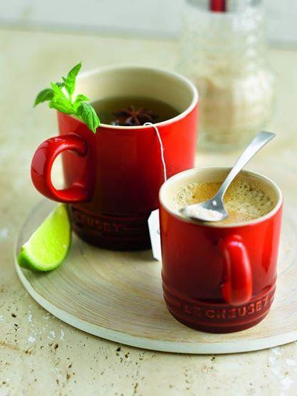 Tazze in gres smaltato colore rosso @Le Creuset Italia #tazze #gres #rosso #tea #coffee