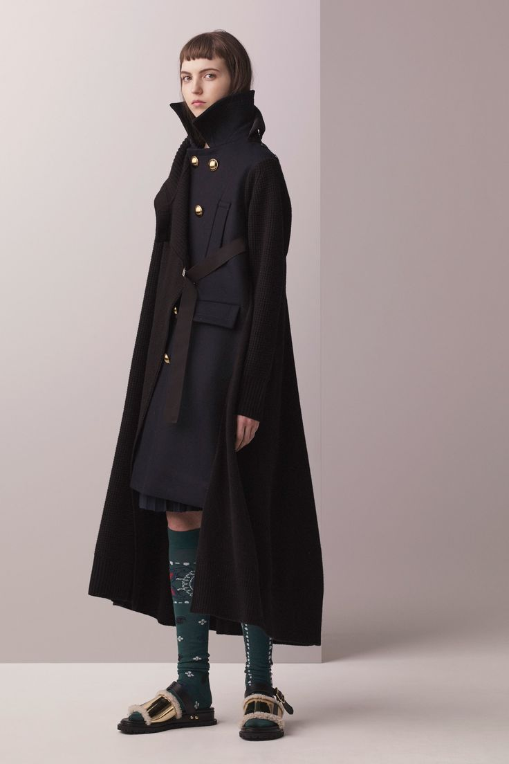 See the complete Sacai Pre-Fall 2017 collection.