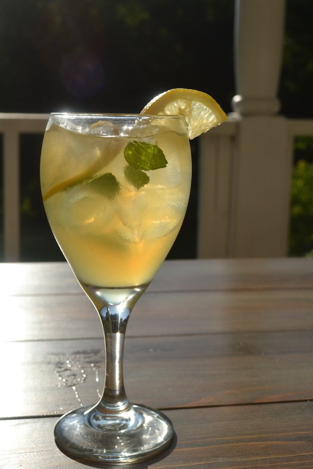 Summer Solstice: a Whiskey and Lemonade Summer Cocktail for a Crowd
