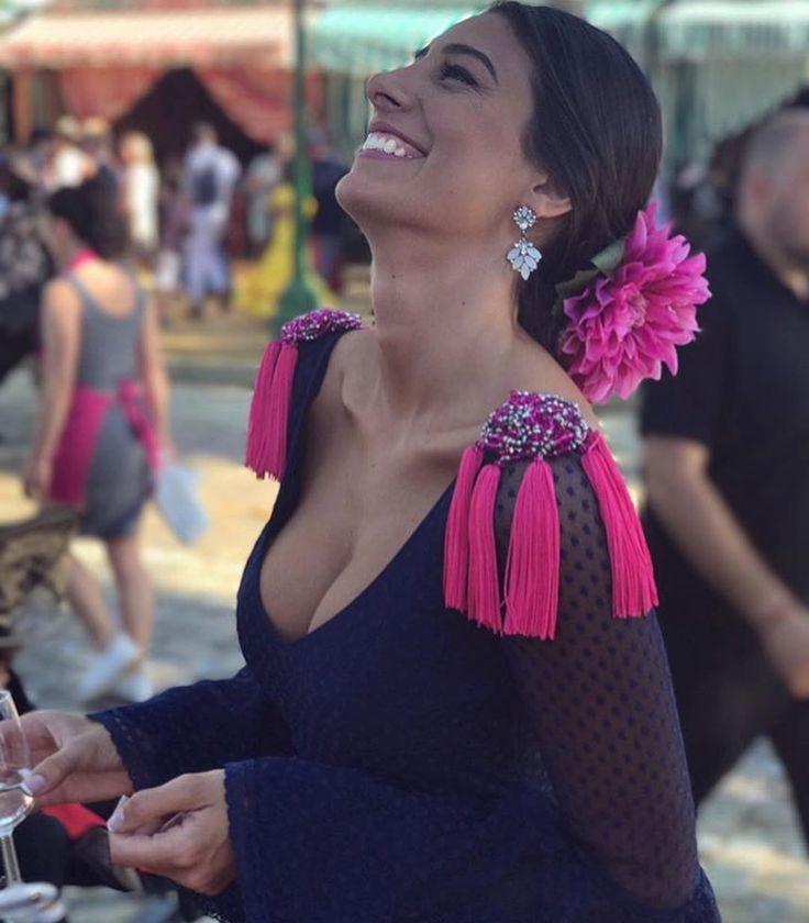 3,134 vind-ik-leuks, 18 reacties - Arte Flamenco (@arte.flamenco) op Instagram: 'Otra preciosa foto de @angiecanepa con las hombreras de @bolborette Espectacular, nos encanta!❤️'