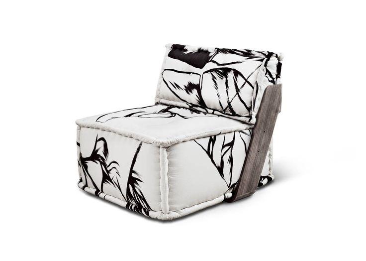 Más grande que una silla, pero más pequeño que un sofá. Un sillón es aquella butaca que generalmente usamos en nuestros livings o dormitorios para conversar y/o reposar.Comprar o cambiar muebles puede ser una inversión, y con tantas opciones en el mercado, la tarea puede resultar desafiante. Por eso en esta nota les compartiré mis consideraciones a la hora de elegir el sillón perfecto mientras recorremos sus diferentes estilos.¿Queremos un espacio formal o descontracturado? ¿Será para leer o…