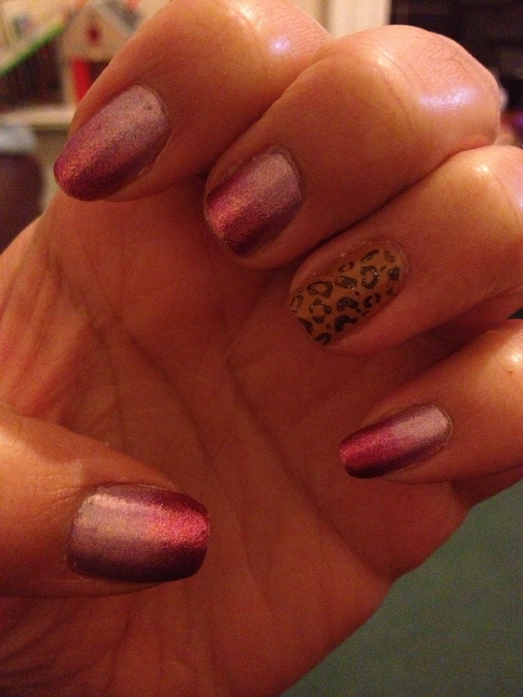 Gradient manicure with leopard print signature nail