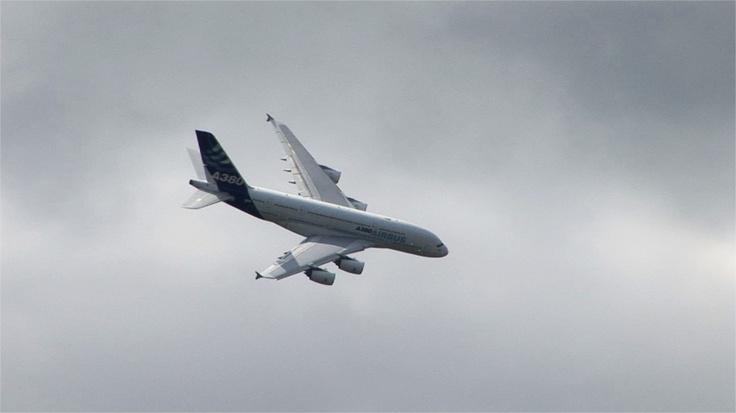 Avion de ligne civil A380 produit par Airbus.