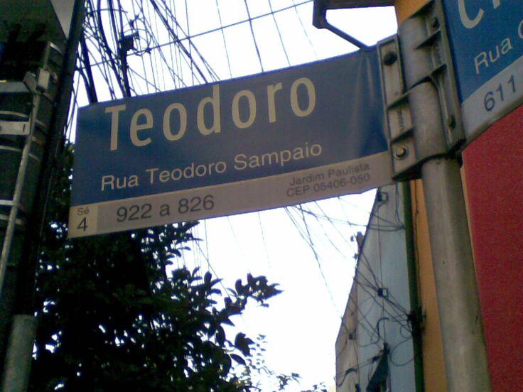 Andando por SP #31 - O comércio na rua Teodoro Sampaio