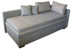 Ein Sofabett bietet viel Liegekomfort als Schlafsofa. Eine richtige Matratze, Lattenrost und ein großer Bettkasten sind die Merkmale eines Bettsofas.