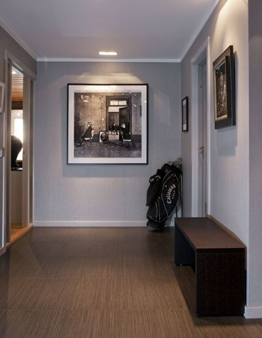 Fancy hallway with black and silver theme.  Interior architecture | Ramsoskar