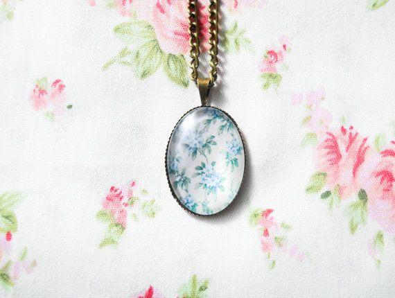 Vintage Flower Necklace, Vintage Floral, Pretty Necklace, Antique Bronze Necklace, Women Gift, Flower Cabochon, Blue Flower Necklace, Brass